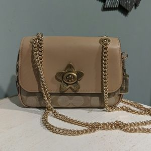Small Coach bag with gold chain
